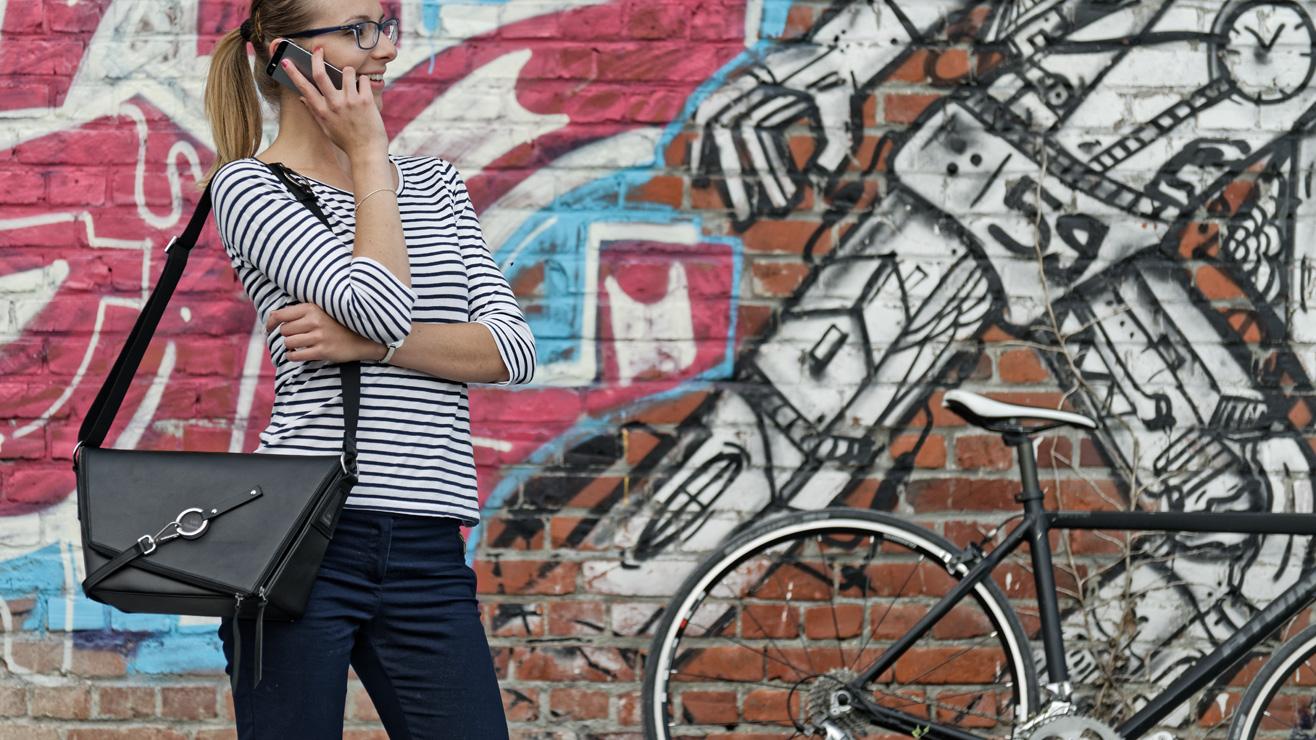 Le sac à main en cuir pour cycliste urbaine : Le sac messenger de Lady Harberton
