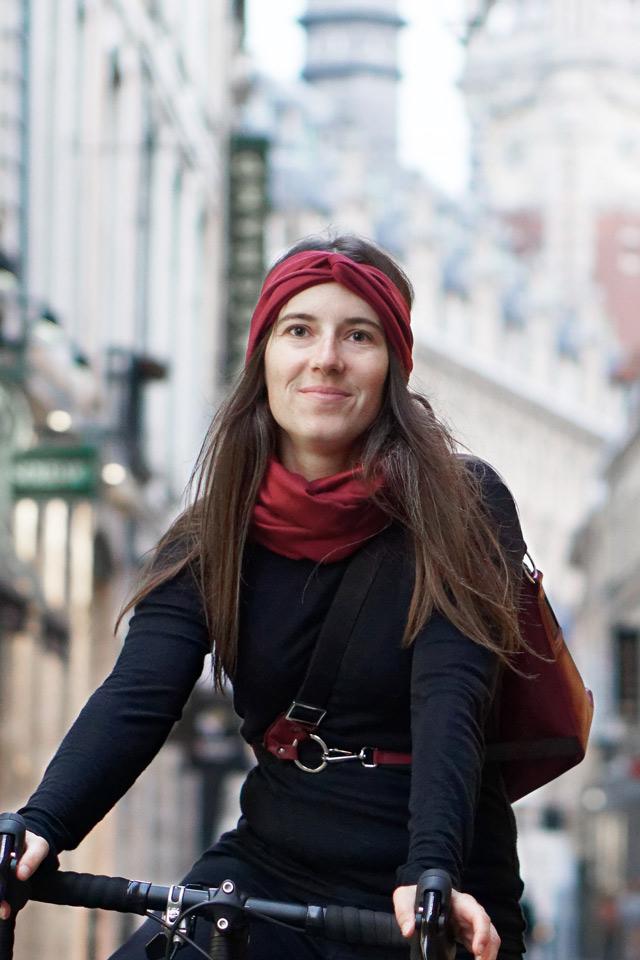 écharpe snood en laine mérinos pour cyclistes urbains Lady Harberton vue à vélo