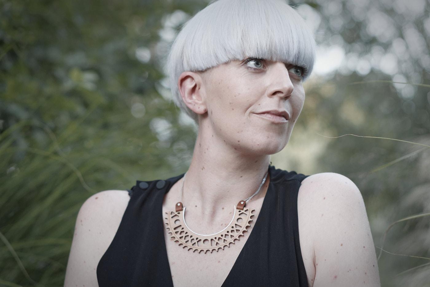 bijoux en bois collier plastron femme fabrique en france