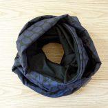 Echarpe bleue et noire en laine mérinos Lady Harberton