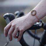 Le bracelet doré en bois Lady Harberton x bewood