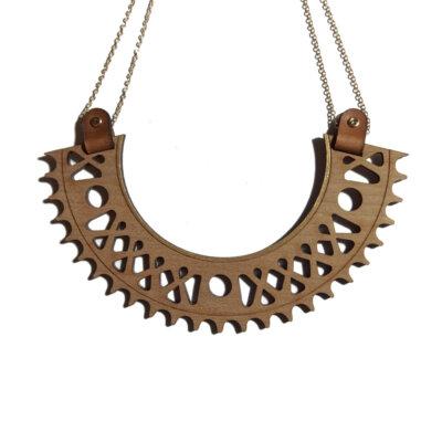 collier plastron doré en bois Lady Harberton x Bewood