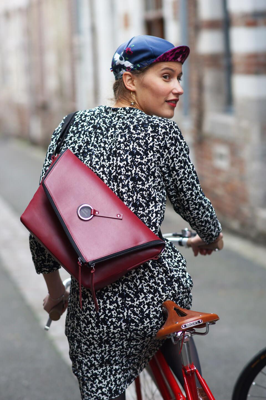 sac à main vélo messenger sac de coursier en cuir bordeaux fabriqué en France Lady Harberton