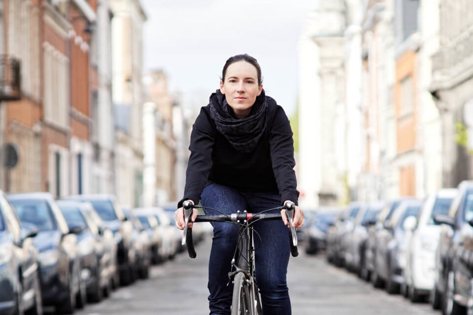 merino wool scarf for urban cyclists Lady Harberton by bike