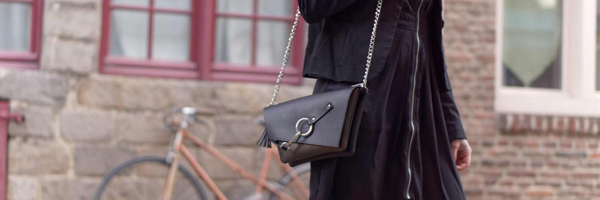 small leather handbag with a chain Lady Harberton