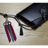 porte-clés cuir noir et bordeaux Lady Harberton mousqueton