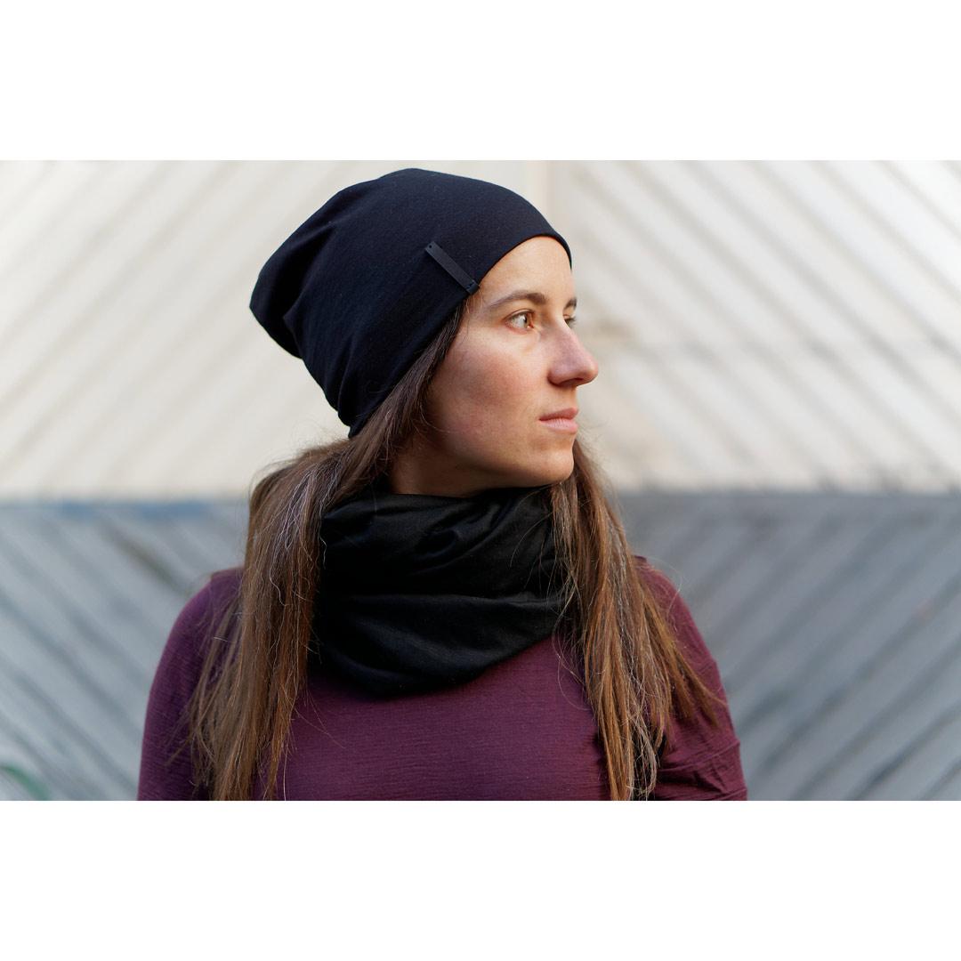 Le bonnet « Blackbird » en laine mérinos noire pour femme et homme