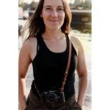 Lady-Harberton-sangle-appareil-photo-camel-1080px-portrait
