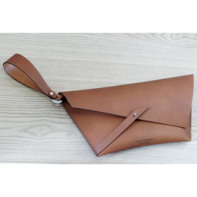 petite pochette en cuir camel tannage végétal petite maroquinerie Lady Harberton Made in France