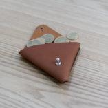 porte monnaie triangle en cuir camel tannage végétal petite maroquinerie Lady Harberton Made in France