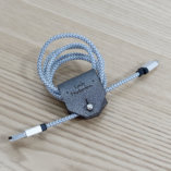 range écouteur en cuir argenté petite maroquinerie Lady Harberton Made in France