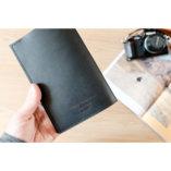 porte passeport et documents de voyage en cuir noir made in france lady harberton