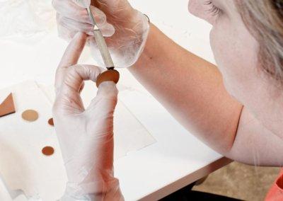 ateliers-techshop-27-juillet-bijoux-cuir-lady-harberton-teinture-tranche-2