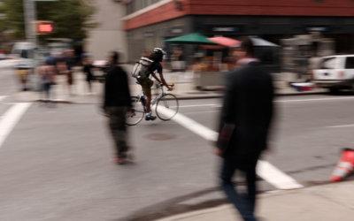 Trucs et astuces d'un coursier pour rouler à vélo en ville