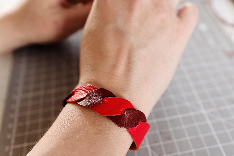 Fabriquez votre bracelet torsade en cuir ou en matière upcyclée – DIY facile à faire à la maison